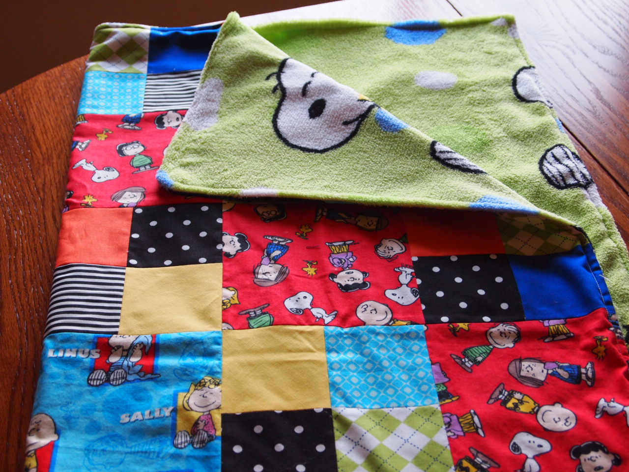Baby shower with a little snoopy krdl paper and fabric for Baby themed fabric